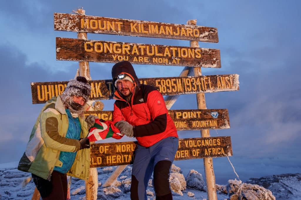 Día 5 | Kibo Hut (4720 mts) – Uhuru Peak (5895 mts) – Horombo (3700 mts) | Kilimanjaro